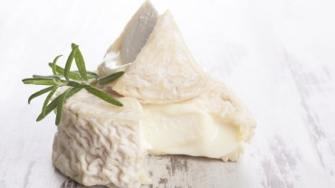 9 Amazing Health Benefits of Goat Cheese