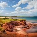Falaises de terre rouge, sur la côte Atlantique à East Point, sur l' Île-du-Prince-Édouard, Canada. Photo: Thinkstock.com