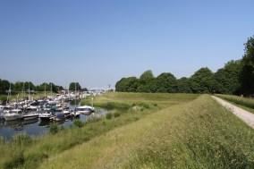Walking the old fortifications, Gorichem, Netherlands
