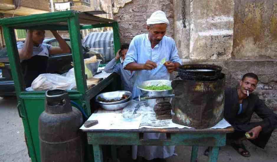 Old man making falafel snack, Luxor, Egypt (2012-07)