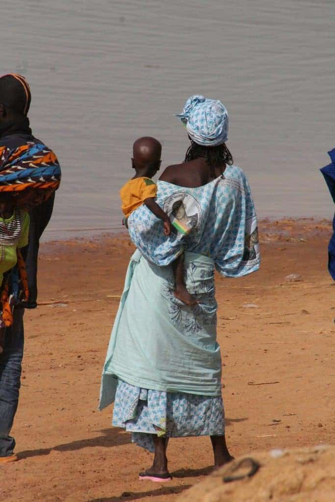 Woman and child waiting for the ferry at Niger River, Djenne, Mali (2011-11)