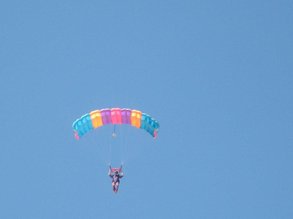 Sky diver parachuting, Swakopmund, Namibia (2012-02)