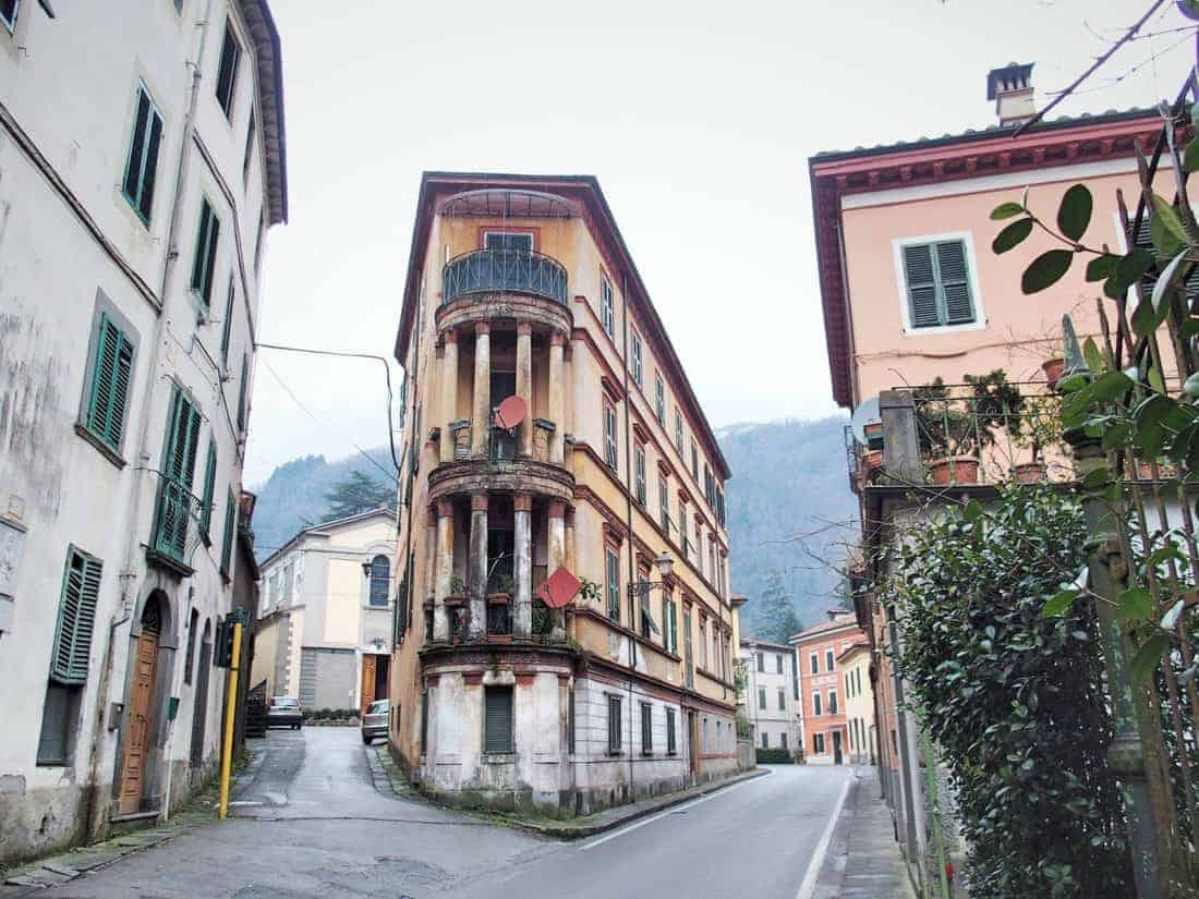 Road in Bagni di Lucca, Tuscany, Italy (2016-01-29)