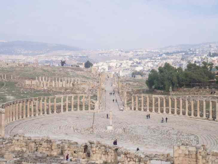 Looking down the cardo maximus in Jerash, Jordan (2016-12-21)