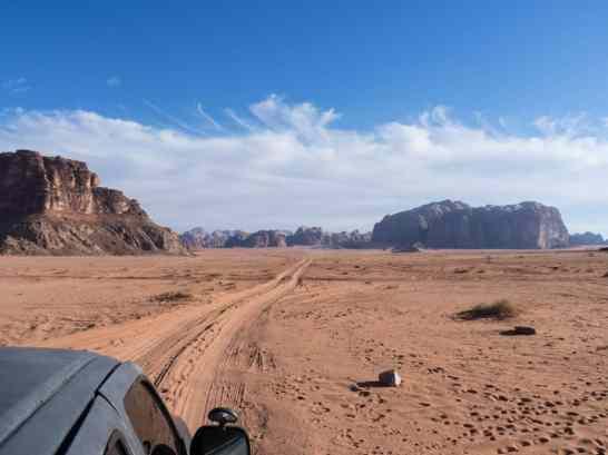 Driving into Wadi Rum, Jordan (2016-12-26)