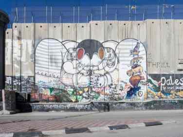 Abstract street art on the separation wall, Bethlehem, Palestine (2017-01-11)