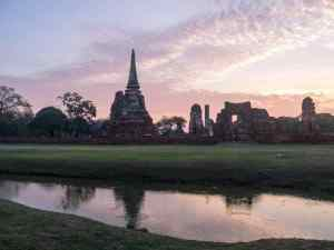 Sunrise over Wat Mahatat from Rama Park, Ayutthaya, Thailand (2017-04)