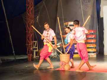 Traditionale dance at Phare show, Battambang, Cambodia (2017-04-24)