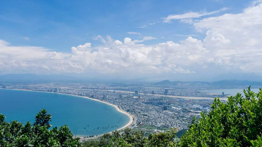 Da Nang panorama from Monkey Peak peninsula, Da Nang, Vietnam (2017-06)