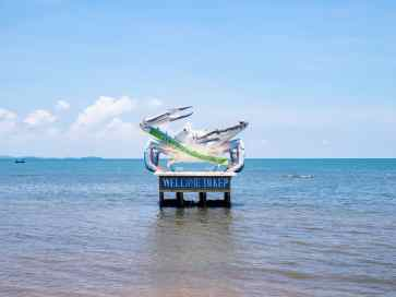 Blue crab sculpture, Kep, Cambodia (2017-04)