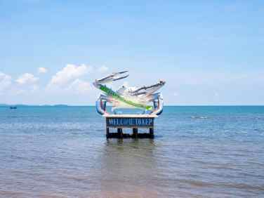 Blue crab sculpture, Kep, Cambodia (2017-04)