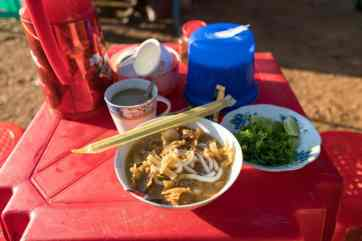 Mohinga noodle soup for breakfast at Shwesandaw Pagoda, Bagan, Myanmar (2017-09)