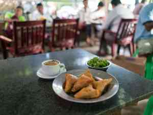 Samosa breakfast and coffee at the foot of Mandalay Hill, Myanmar (2017-09)