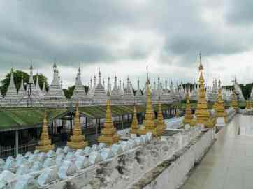 Stupas of Sandamuni Pagoda, Mandalay, Myanmar (2017-09)