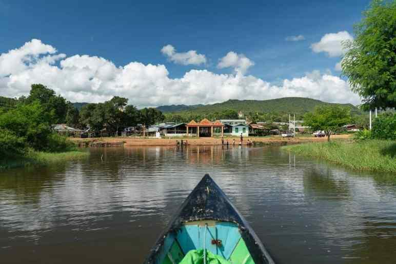 Inle Lake boat tour: Arriving at Taung Tho Kyaung, Myanmar (2017-10)
