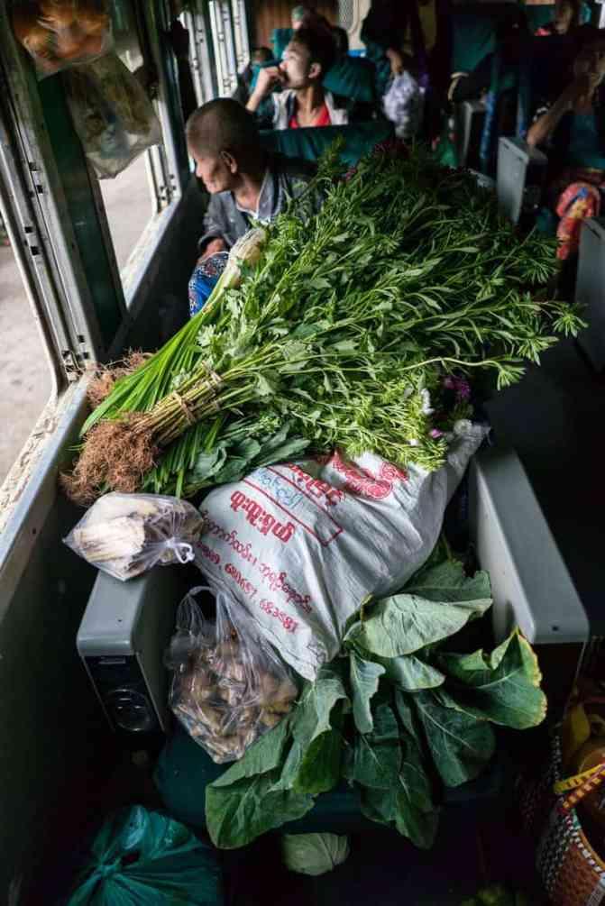 Myanmar train travels: Shopping on the slow train Shwenyaung (Inle Lake) to Thazi, Myanmar (2017-10)