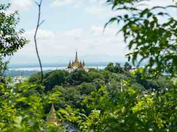 Lookinh along Sagaing Hill, Mandalay, Myanmar (2017-09)