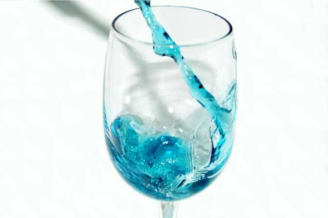Blue Curaçao in wine glass
