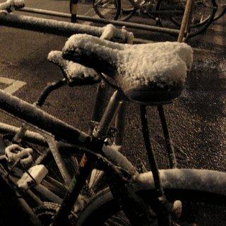 サドルに積雪
