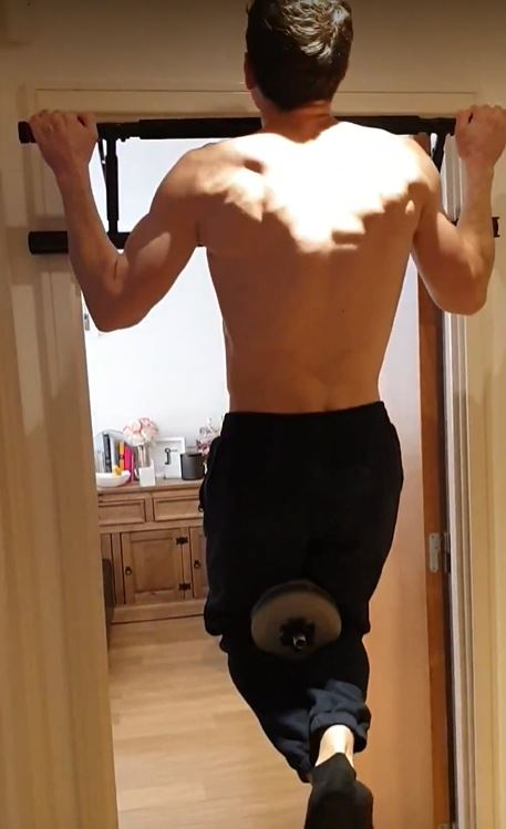Using a home doorway pullup bar with dumbell for added resistance