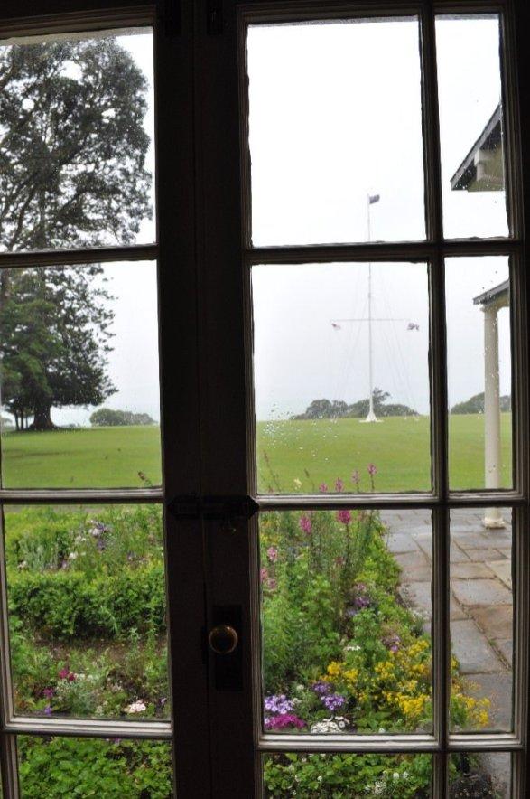 Looking out og the Waitangi Treaty House museum