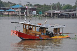 Boat trip back down the Chao Phraya river