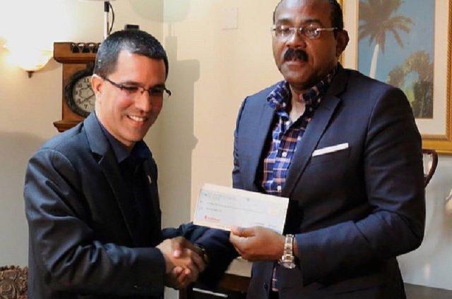 Gobierno de Maduro no donó yuanes, sino un millón de dólares a Antigua y Barbuda