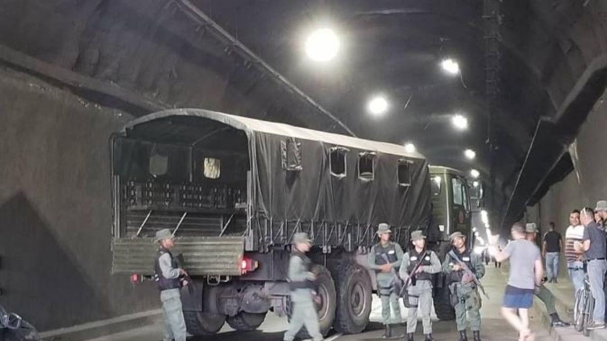 Venezuela: Guardia Nacional Bolivariana bloquea túnel de La Cabrera para impedir paso de diputados y caravana humanitaria