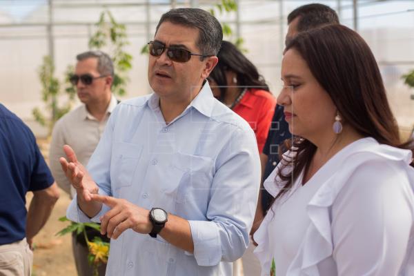 El presidente de Honduras ofrece su país para enviar productos a EEUU