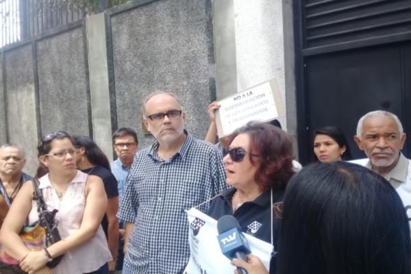 Venezuela: Profesores universitarios denuncian en la Embajada de China la situación de las universidades