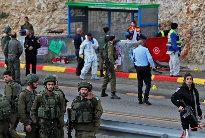 Cientos acuden a funerales de dos soldados israelíes muertos en ataque
