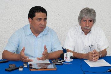 Eduardo Martínez Arcila y Julio César Lara en rueda de prensa.
