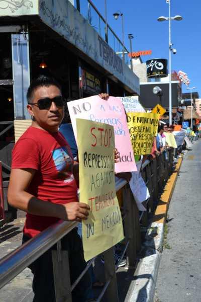 21puntaMaestros se manifestaron en Zona Hotelera (26)
