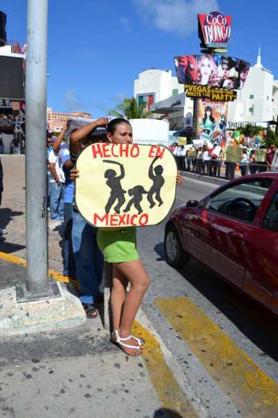 21puntaMaestros se manifestaron en Zona Hotelera (28)
