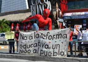 21puntaMaestros se manifestaron en Zona Hotelera (30)