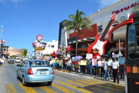 21puntaMaestros se manifestaron en Zona Hotelera (65)