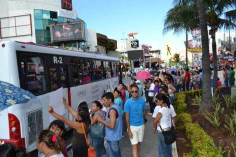 21puntaMaestros se manifestaron en Zona Hotelera (68)