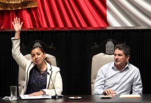 Los diputados Marybel Villegas Canché (PRI) y Sergio Bolio Rosado (PAN), líder de su bancada. Ambos votaron a favor de la Ley Antimarchas.