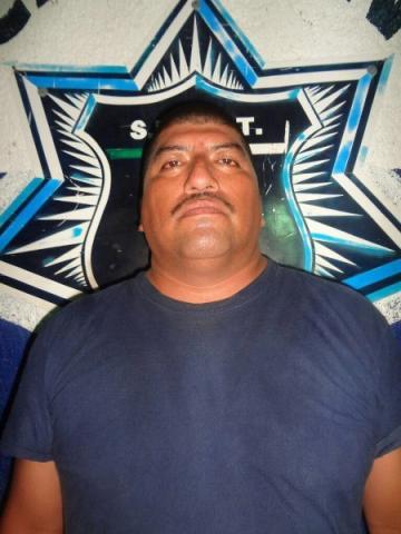 Uno de los policías detenidos acusados de robo.