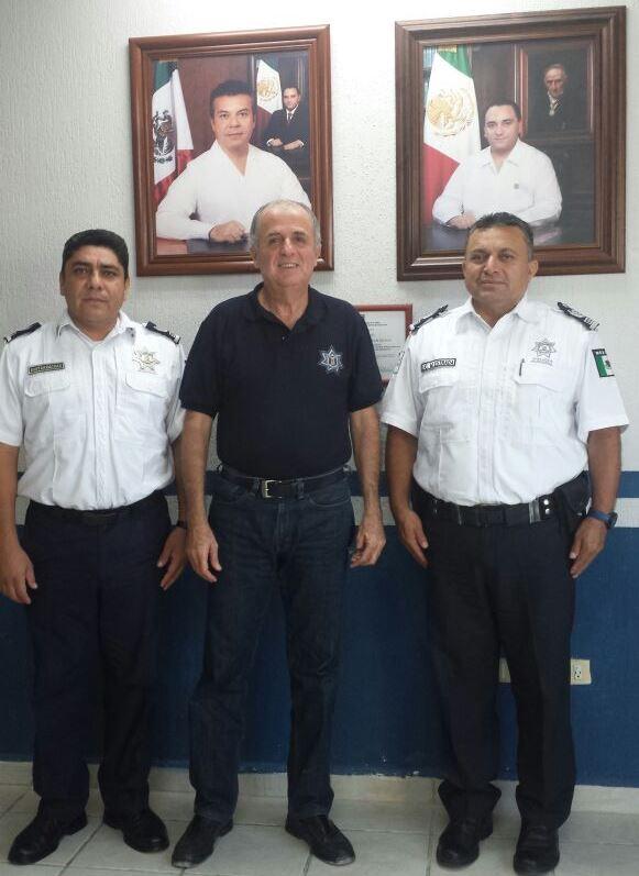 Juan Pedro Mercader (al centro) junto a Martín Estrada (derecha).