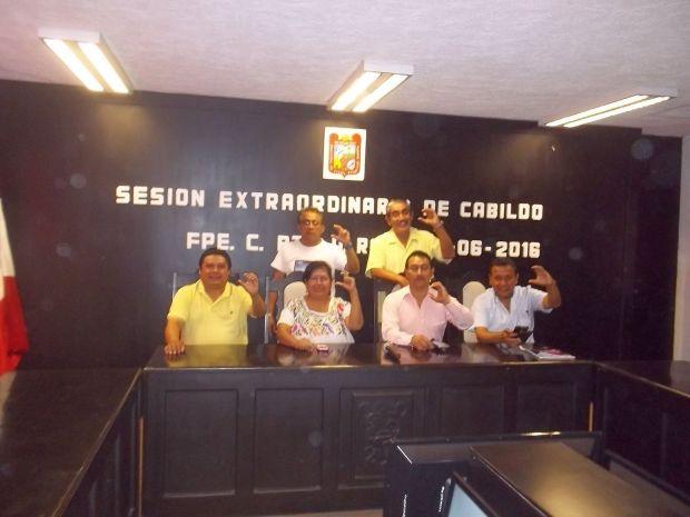 Los regidores del Ayuntamiento de FCP que se este miércoles se negaron a avalar lo aprobado ayer por el Congreso de Quintana Roo.