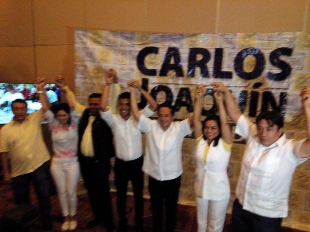 """Carlos Joaquín al finalizar su conferencia de prensa en la que dijo que iba adelante en la elección """"por alrededor de siete puntos"""" sobre el candidato del PRI."""