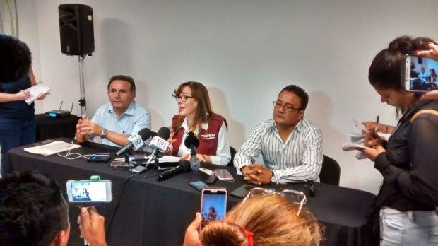 José Luis Pech Várguez y Yeidckol Polevnsky en rueda de prensa en Cancún.