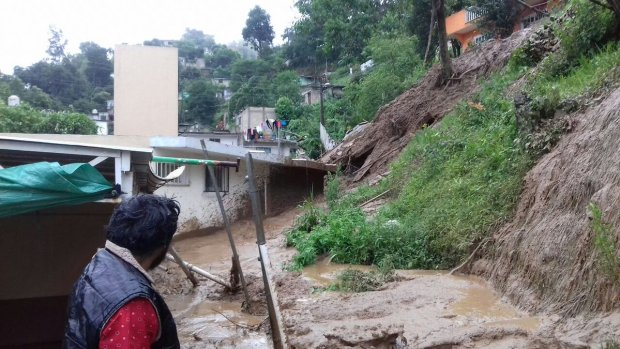 Aspecto de un deslave ocurrido en Xalapa, Veracruz por las lluvias que dejó la tormenta 'Earl'. (Foto: Quadratín)