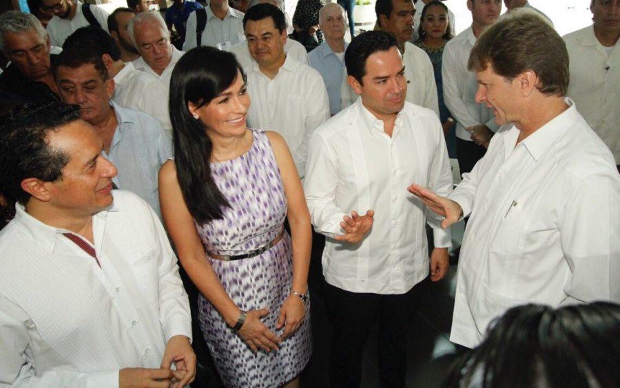 El diputado federal Toledo Medina fue entrevistado durante el arranque del Cancún Travel Mart. En la foto, con el gobernador Carlos Joaquín González, la alcaldesa de Puerto Morelos, Laura Fernández, y el secretario de Turismo, Enrique de la Madrid.