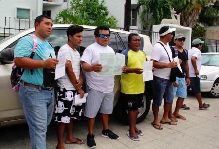 Manifestación afuera de CONANP