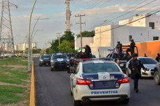 Cancún.- Luego de tres llamadas alertando a las autoridades de una balacera iniciado en la Supermanzana 308, a la altura de la Universidad Oriente terminaría en la avenida Huayacán dejando un saldo de dos personas muertas en marisqueria de bonfil
