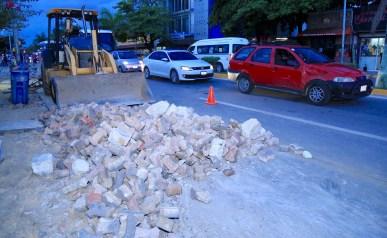 CONSTRUYE GOBIERNO DE SOLIDARIDAD GUARNICIONES Y BANQUETAS EN AVENIDA JUÁREZ-3
