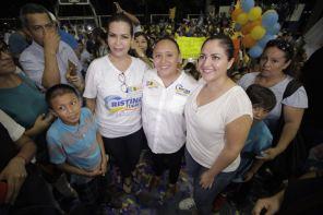 COMUNICADO DE CRISTINA TORRES EN CARAVANA CIUDADANA (10)