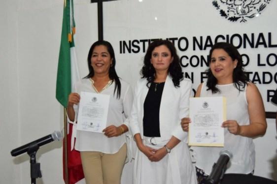 Mayuli Martinez Simón, a la derecha.